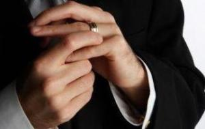 Letterbalm Man with Wedding Ring